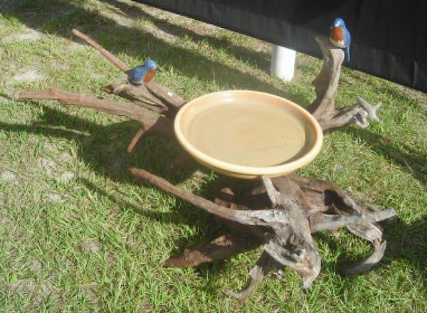 un bain à oiseau fait maison