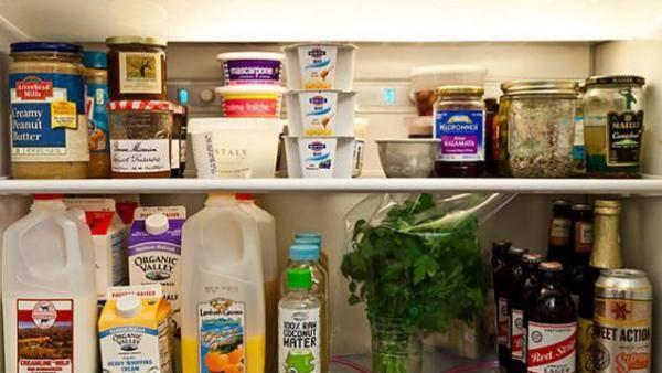 19 astuces pour garder votre frigo propre et bien organis. Black Bedroom Furniture Sets. Home Design Ideas