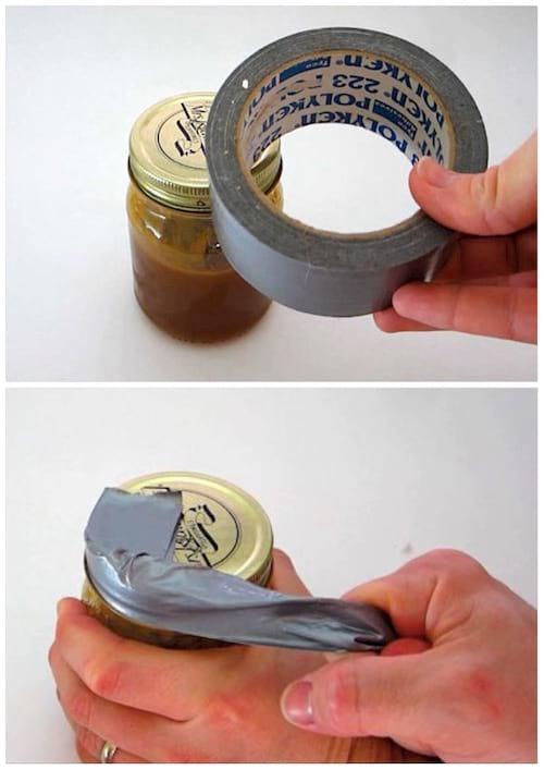 Utilisez du ruban adhésif multiusage pour facilement ouvrir un bocal.