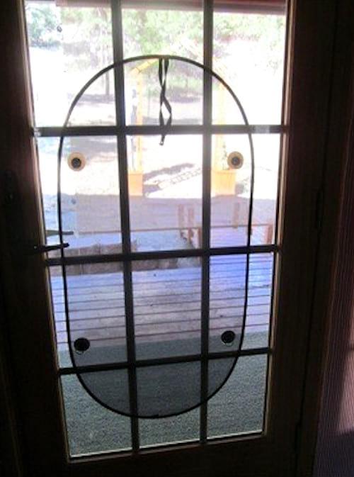 Accrochez des pare-soleil sur vos fenêtres pour lutter contre la chaleur.