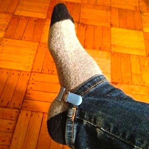 Utilisez une simple pince à mitaines pour faire rentrer les jeans dans vos bottes.
