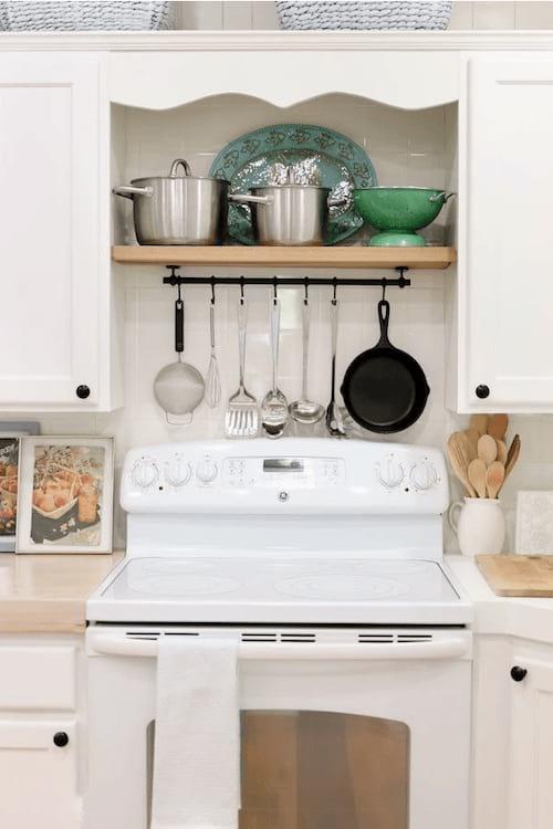 Astuce pour ranger les casseroles et ustensiles toujours à portée de main