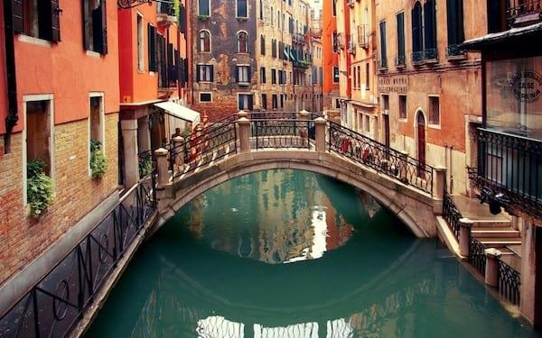 Se balader sur les canaux de Venise en Italie