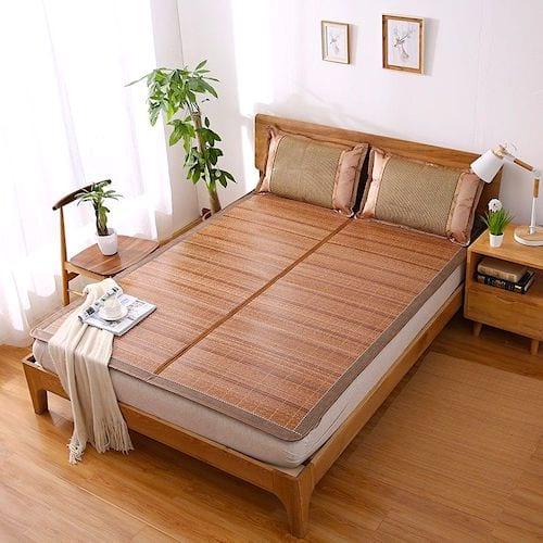 Vous avez trop chaud ? Dormez sur des nattes en bambou pour vous rafraîchir la nuit.