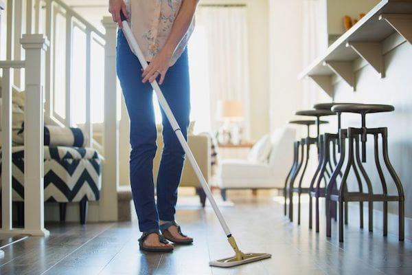 Quand nettoyer les sols ? Voici comment nettoyer votre maison plus efficacement en 7 étapes ultra-faciles.
