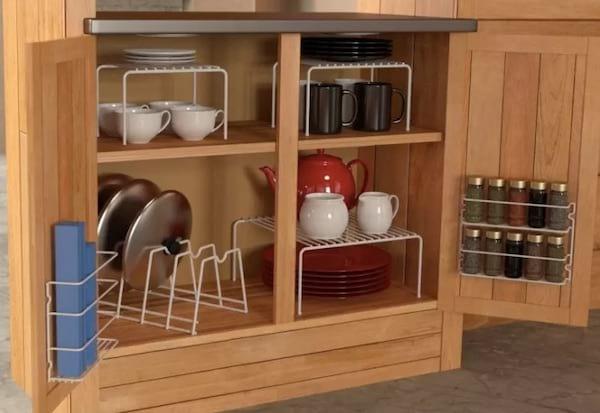 rangements pour organiser l'intérieur des placards de la cuisine