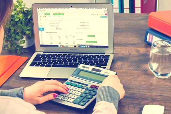 Une super astuce pour économiser de l'argent est d'apprendre à faire un budget !