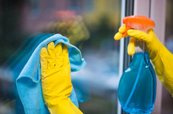 Étape 3 nettoyez les vitres et les miroirs