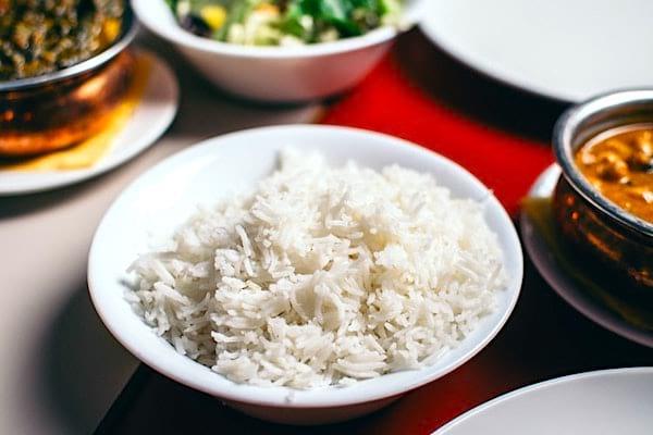 Une super astuce pour économiser de l'argent est de manger plus de riz.