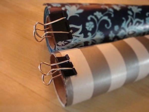 Des rouleaux de papier d'emballage avec des épingles