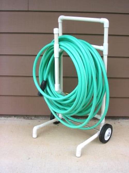 chariot enrouleur tuyau d'arrosage facile à réaliser pas cher tuyau PVC