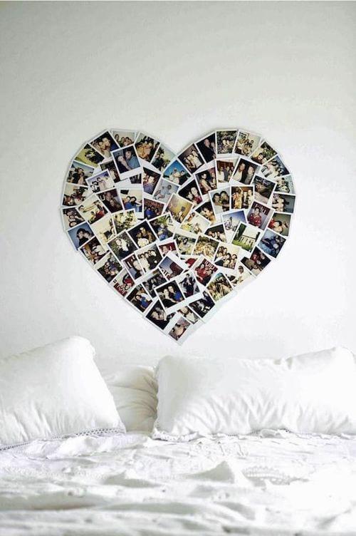 Photos accrochées sur le mur en forme de coeur