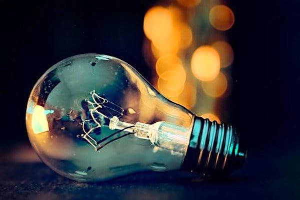 Pour sauver la planète, changez aux ampoules à basse consommation.