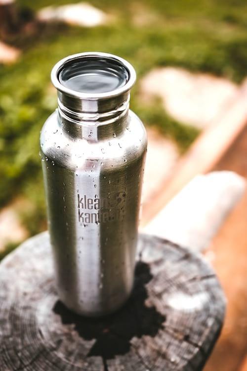 Pour sauver la planète, utilisez une gourde en inox au lieu des bouteilles plastique.