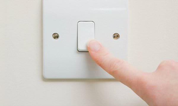 Pour sauver la planète, éteignez la lumière lorsque vous quittez une pièce.