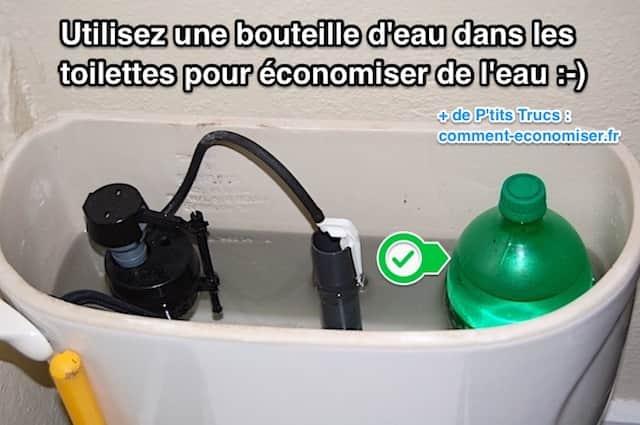mettre une bouteille dans le réservoir de la chasse d'eau