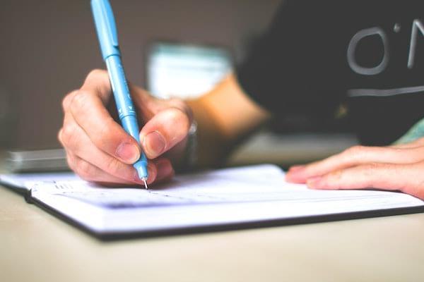 Pour sauver la planète, réutilisez les feuilles papier pour prendre des notes.