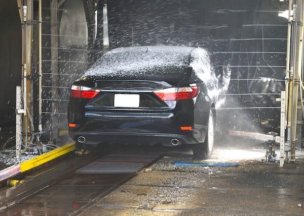 Pour sauver la planète, lavez votre voiture dans une station de lavage.