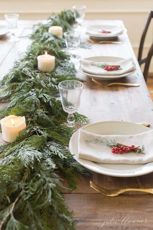 Groseille dans les assiettes de table pour noel