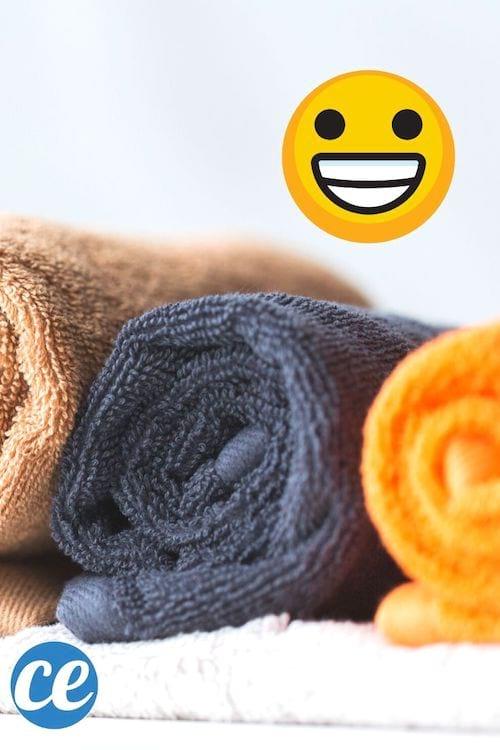 Des serviettes de bain roulées, de couleurs différentes.