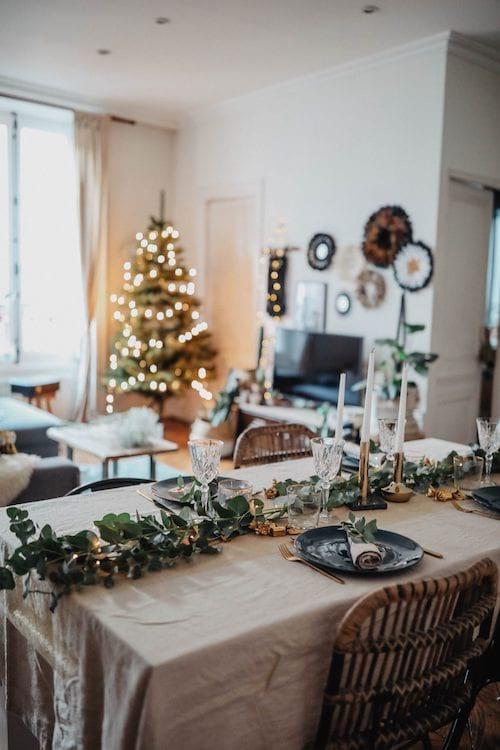 Table avec décoration de noel