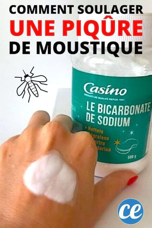 pâte de bicarbonate de soude sur la main pour apaiser bouton de moustique
