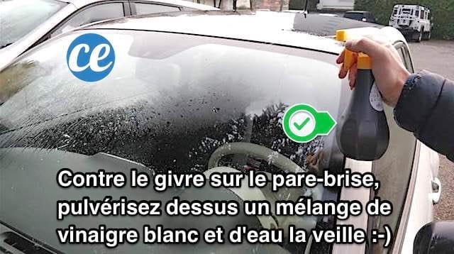 pulvériser de l'eau et du vinaigre blanc sur le pare-brise de la voiture