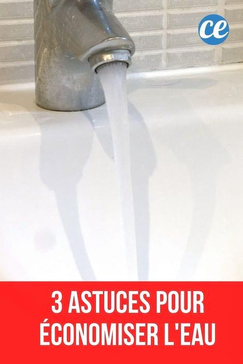 Un robinet ouvert avec l'eau qui coule et texte : 3 astuces pour économiser l'eau