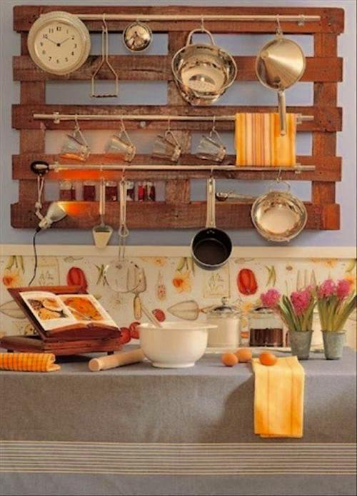 Ustensiles de cuisine rangées sur une palette