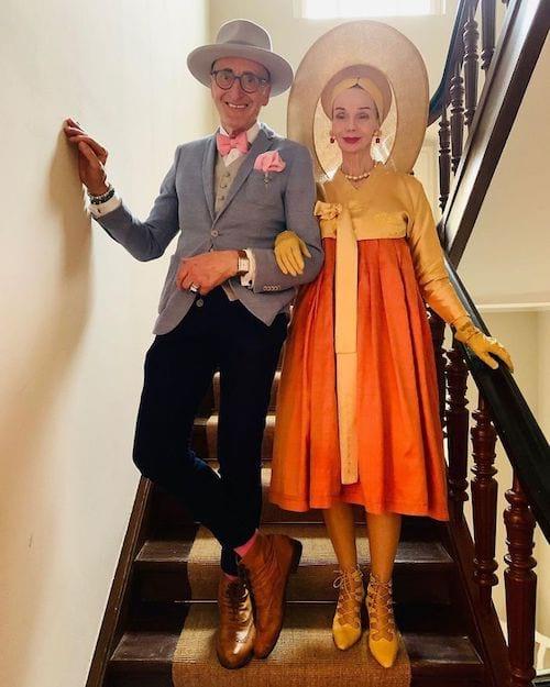 Couple allemand dans des escaliers