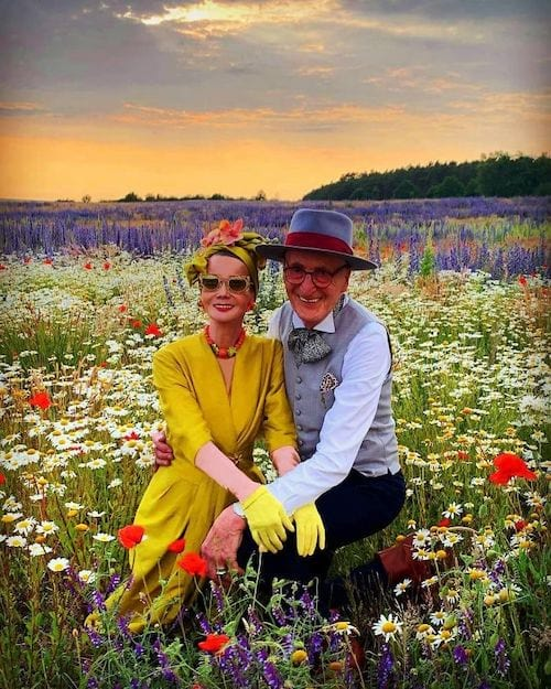 Couple allemand qui pose dans la nature