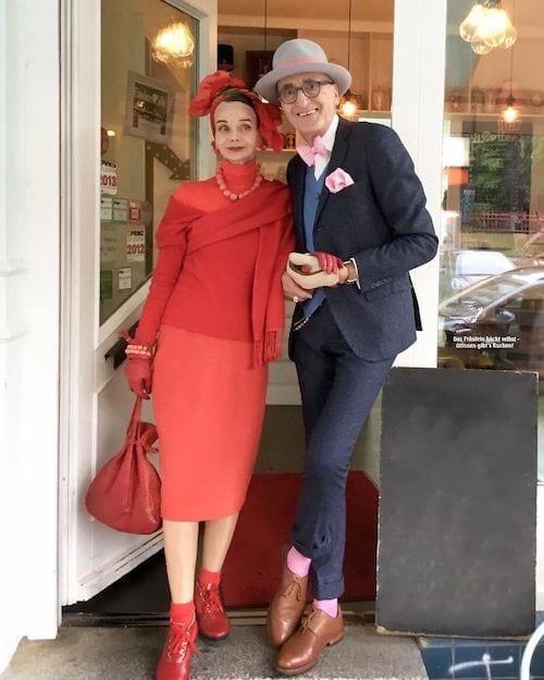 Couple allemand devant une boulangerie