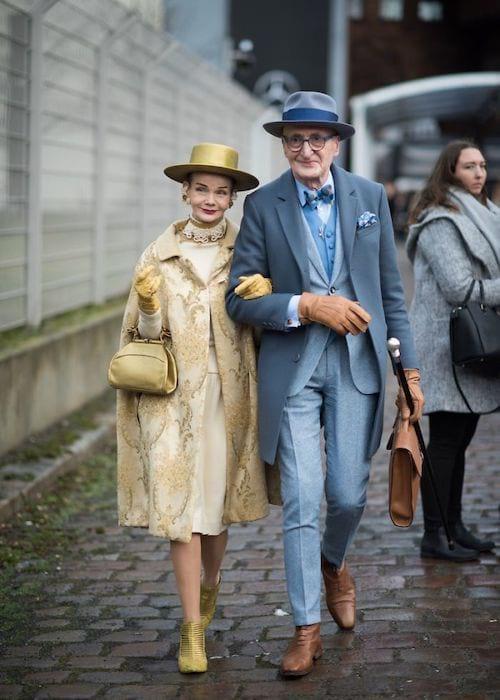 Couple allemand dans la rue habillé chic