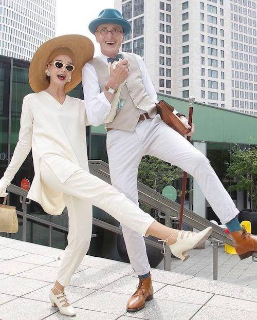 Couple allemand habillé en blanc