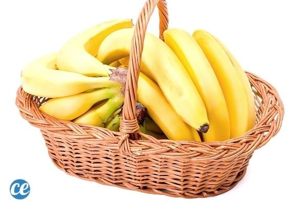 bananes dans panier en osier