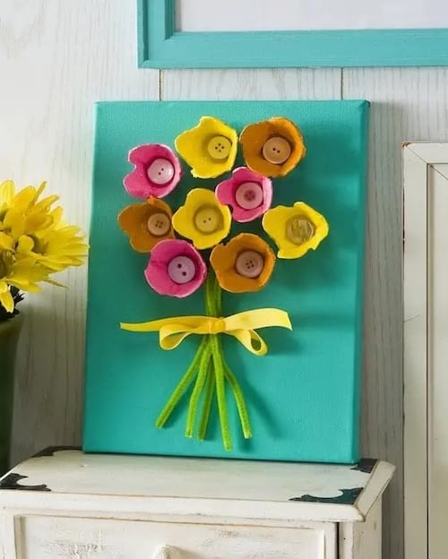 Un tableau fait avec des boites d'oeufs