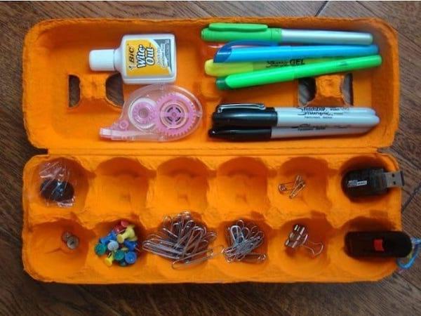 Fournitures dans boîte d'oeuf