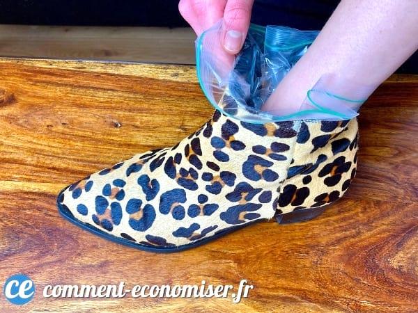 Utilisez un sac congélation pour agrandir les chaussures trop petites.