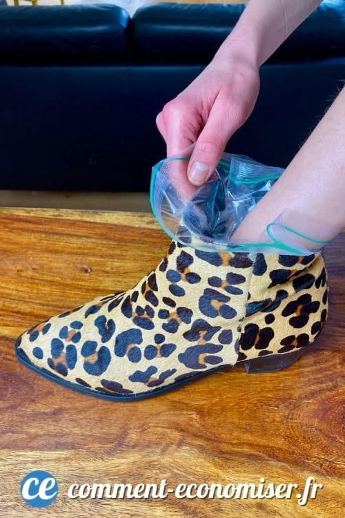 L'astuce magique pour agrandir les chaussures trop petites avec de l'eau et des sacs congélation.