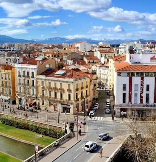 La ville de Perpignan vu de haut avec la rivière