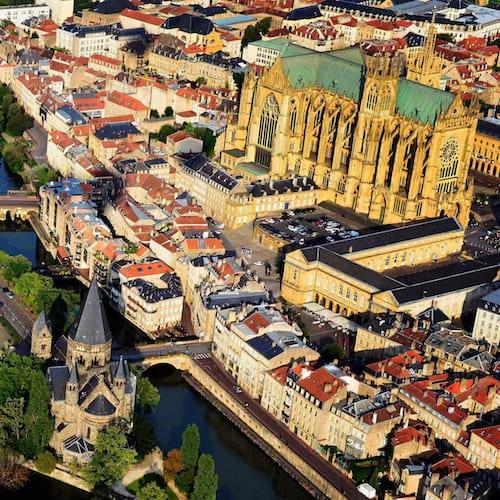 La ville de Metz vu de haut avec la cathédrale