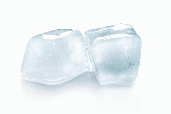 Pour soulager un bouton de fièvre, appliquez une poche à glace directement sur la zone affectée.