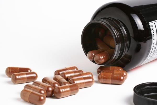 Des gélules de lysine comme ici peuvent vous aider à soigner les boutons de fièvre plus rapidement.