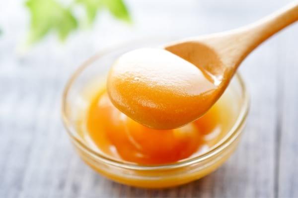 Le miel de kanuka est un remède scientifiquement prouvé pour soigner les boutons de fièvre.