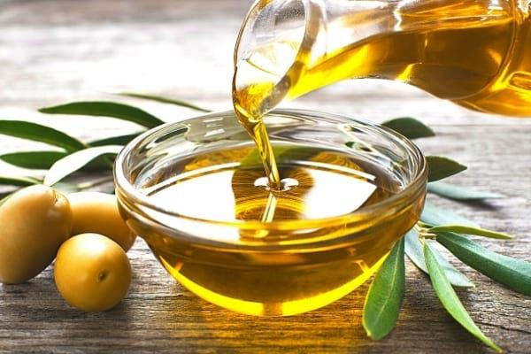 De l'huile d'olive bon pour la santé dans une coupelle