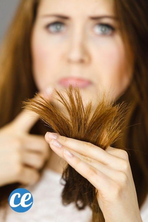 une femme avec des cheveux longs et secs