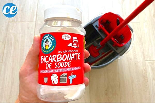 Du bicarbonate avec un carrelage super propre grâce à ce nettoyage naturel