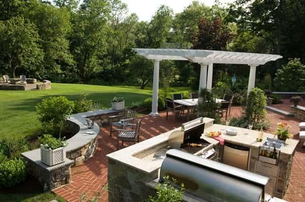 Un autre ajout original est une cuisine, un bar ou un barbecue extérieur.