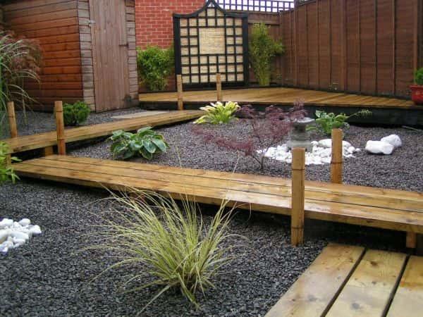 Le minimalisme est une bonne option pour un jardin harmonieux.