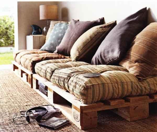 un canapé en palettes